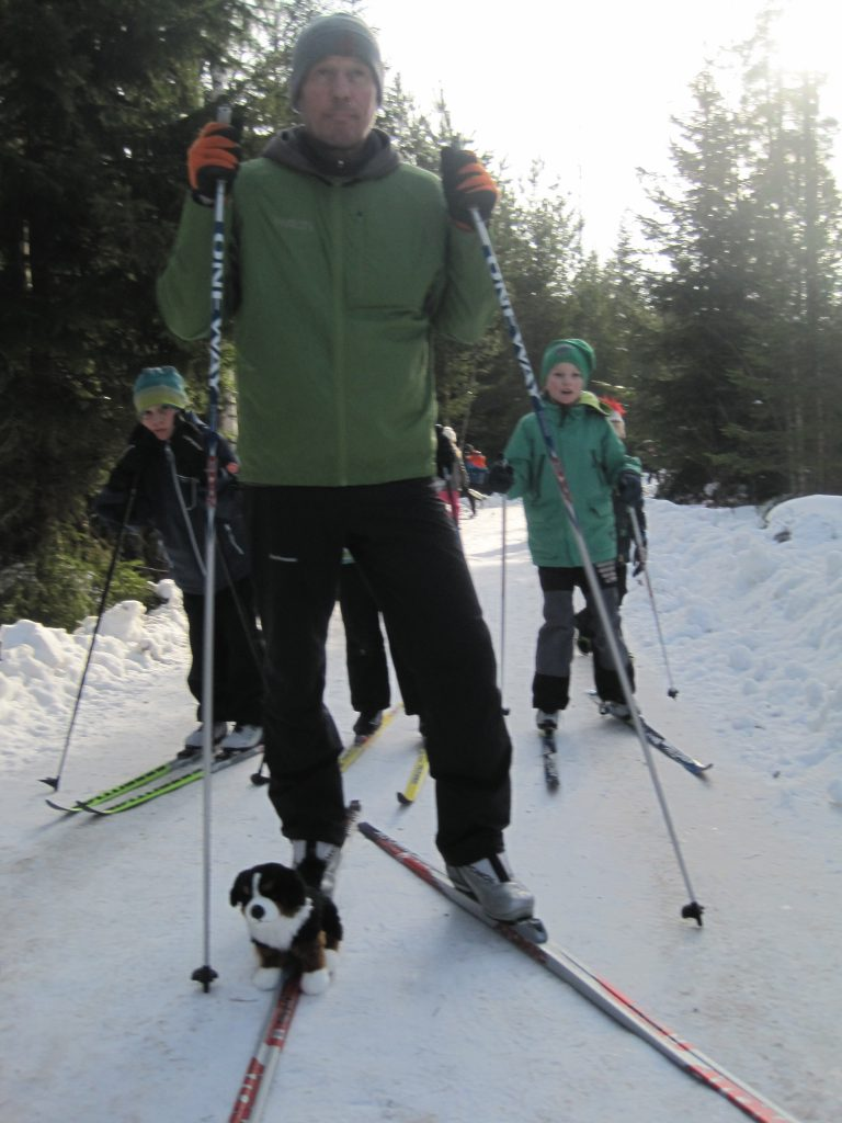 Difi hops on to Petri's ski for a ride.